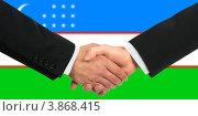 Купить «Деловое рукопожатие на фоне флага Узбекистана», фото № 3868415, снято 19 октября 2018 г. (c) Александр Макаров / Фотобанк Лори