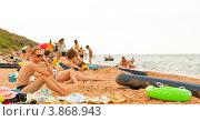 Отдыхающие на пляже в поселке Кучугуры Темрюкского района Краснодарского края (2012 год). Редакционное фото, фотограф Полищук Евгений / Фотобанк Лори