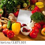 Купить «Блокнот для рецепта на фоне свежих овощей», фото № 3871931, снято 27 сентября 2012 г. (c) Владимир Мельников / Фотобанк Лори