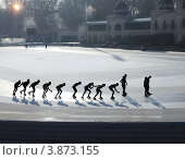 Купить «Силуэты конькобежцев на стадионе», фото № 3873155, снято 2 января 2012 г. (c) Дарья Петренко / Фотобанк Лори