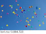 Купить «Разноцветные шары, взлетающие в небо», фото № 3884723, снято 22 февраля 2019 г. (c) Игорь Долгов / Фотобанк Лори