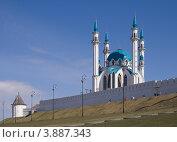 Стена Казанского кремля и мечеть Кул-Шариф (Казань, Россия) (2009 год). Стоковое фото, фотограф Василий Фирсов / Фотобанк Лори