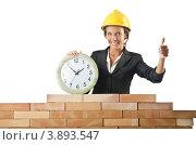Купить «Женщина-инженер в строительной каске и с часами показывает одобрительный жест», фото № 3893547, снято 27 июля 2012 г. (c) Elnur / Фотобанк Лори