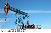 Добыча нефти. Нефтяная качалка, Башкирия. Стоковое фото, фотограф Mikhail Erguine / Фотобанк Лори
