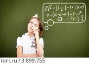 Школьница решает пример в уме, фото № 3899755, снято 23 августа 2012 г. (c) Sergey Nivens / Фотобанк Лори