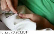 Купить «Рукоделие», видеоролик № 3903831, снято 1 сентября 2012 г. (c) Игорь Жоров / Фотобанк Лори