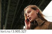 Девушка разговаривает. Стоковое видео, видеограф Максим Шатохин / Фотобанк Лори