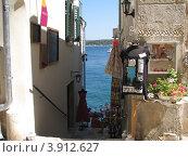 Купить «Узкие улочки с видом на Адриатическое море. Город Ровинь. Хорватия. Европа», эксклюзивное фото № 3912627, снято 22 апреля 2019 г. (c) lana1501 / Фотобанк Лори