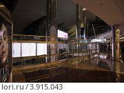 Интерьер аэропорта в Дубаи (2009 год). Редакционное фото, фотограф Алексей Яковлев / Фотобанк Лори