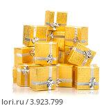 Купить «Золотые коробки с серебряной ленточкой на праздник в подарок», фото № 3923799, снято 18 августа 2012 г. (c) Tatjana Romanova / Фотобанк Лори