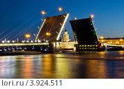 Развод Дворцового моста (2012 год). Редакционное фото, фотограф Екатерина Романова / Фотобанк Лори