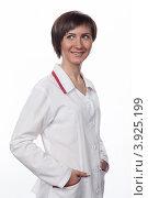 Купить «Портрет молодой девушки в белом халате», фото № 3925199, снято 5 февраля 2012 г. (c) Михаил Иванов / Фотобанк Лори