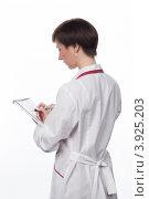 Купить «Молодая девушка делает запись в тетрадь», фото № 3925203, снято 5 февраля 2012 г. (c) Михаил Иванов / Фотобанк Лори