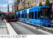 Швеция. Стокгольм. Общественный транспорт на улице города. (2012 год). Редакционное фото, фотограф Александр Лопарев / Фотобанк Лори