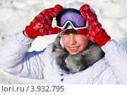 Девочка-подросток держит горнолыжные очки. Стоковое фото, фотограф Зобков Юрий / Фотобанк Лори