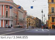 Купить «Санкт-Петербург, Невский проспект, фрагмент улицы крупно», фото № 3944855, снято 12 октября 2012 г. (c) Виктор Савушкин / Фотобанк Лори