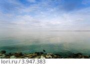 Купить «Берег Волги на фоне голубого неба с облаками», фото № 3947383, снято 21 сентября 2012 г. (c) Yanchenko / Фотобанк Лори