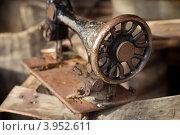 Старая швейная машинка. Стоковое фото, фотограф Антон Карев / Фотобанк Лори