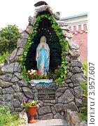 Купить «Статуя Святой девы Марии, Бердичев, Житомирская область, Украина», фото № 3957607, снято 14 июля 2012 г. (c) Нелли Сабитова / Фотобанк Лори