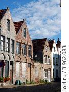 Купить «Старая средневековая улочка в Брюгге, Бельгия», фото № 3962083, снято 26 сентября 2011 г. (c) Светлана Колобова / Фотобанк Лори