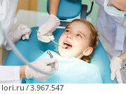 Купить «Девочка на приеме у стоматолога», фото № 3967547, снято 18 августа 2012 г. (c) Sergey Nivens / Фотобанк Лори