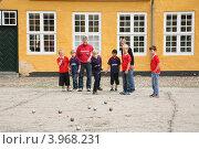 Игра в петанг (2011 год). Редакционное фото, фотограф Евгений Вадимович Антейкер / Фотобанк Лори