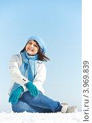Купить «Радостная девушка в зимней одежде сидит на снегу на фоне неба», фото № 3969839, снято 22 февраля 2012 г. (c) Дмитрий Калиновский / Фотобанк Лори