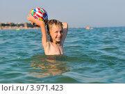 Купить «Маленький мальчик купается в море», фото № 3971423, снято 7 августа 2012 г. (c) Титаренко Елена / Фотобанк Лори