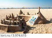 Купить «Фигуры из песка на пляже Копакабана в Рио-де-Жанейро», фото № 3974615, снято 9 сентября 2012 г. (c) Елена Поминова / Фотобанк Лори