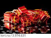 Купить «Новогодние игрушки на черном фоне», фото № 3974631, снято 24 ноября 2011 г. (c) Юлия Кашкарова / Фотобанк Лори