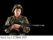 Купить «Солдат в каске держит винтовку», фото № 3984107, снято 4 февраля 2011 г. (c) Сергей Сухоруков / Фотобанк Лори
