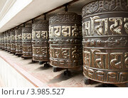Молитвенные барабаны в буддистском храме Сваямбунатх (2012 год). Стоковое фото, фотограф Юлия Бабкина / Фотобанк Лори