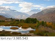 Купить «Озеро в горах, Гималаи», фото № 3985543, снято 2 октября 2012 г. (c) Юлия Бабкина / Фотобанк Лори
