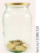Банка с деньгами. Стоковое фото, фотограф Александр Клоповский / Фотобанк Лори