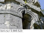 Абхазия,Бзыбский храм-крепость,арка (2012 год). Стоковое фото, фотограф konstantin tatonkin / Фотобанк Лори