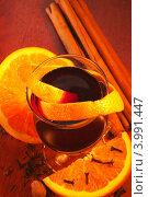 Глинтвейн с апельсином и специями. Стоковое фото, фотограф Шушпанова Любовь / Фотобанк Лори