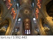 Купить «Интерьер собора Нотр Дам де Пари, Франция», фото № 3992443, снято 8 мая 2012 г. (c) Владимир Журавлев / Фотобанк Лори