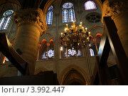 Купить «Интерьер собора Нотр-Дам де Пари», фото № 3992447, снято 8 мая 2012 г. (c) Владимир Журавлев / Фотобанк Лори