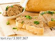 Купить «Паштет, бутерброды с паштетом и хлеб», фото № 3997367, снято 7 ноября 2012 г. (c) Peredniankina / Фотобанк Лори