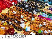 Купить «Изделия из натуральных камней на витрине ювелирного магазина», фото № 4005867, снято 15 сентября 2012 г. (c) Яков Филимонов / Фотобанк Лори