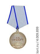 """Купить «Медаль """"За отвагу"""" изолированно на белом», фото № 4009899, снято 3 октября 2012 г. (c) Nikolay Sukhorukov / Фотобанк Лори"""