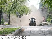 Купить «Уборка улиц», фото № 4010455, снято 8 мая 2008 г. (c) Александр Чернышёв / Фотобанк Лори