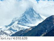 Купить «Гора Маттерхорн в Швейцарских Альпах летом», фото № 4010639, снято 7 июня 2012 г. (c) Юрий Брыкайло / Фотобанк Лори