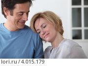 Счастливая супружеская пара дома. Стоковое фото, фотограф Phovoir Images / Фотобанк Лори
