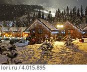 Купить «Зимний новогодний пейзаж с деревянными домами с подсветкой», фото № 4015895, снято 24 июня 2019 г. (c) Эдуард Кислинский / Фотобанк Лори
