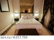 Купить «Интерьер современной роскошной спальни», фото № 4017759, снято 10 октября 2012 г. (c) Elnur / Фотобанк Лори