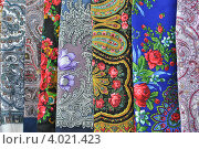 Купить «Павловопосадские платки», эксклюзивное фото № 4021423, снято 10 ноября 2012 г. (c) lana1501 / Фотобанк Лори