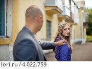 Купить «Мужчина останавливает женщину на улице», фото № 4022759, снято 1 сентября 2012 г. (c) Яков Филимонов / Фотобанк Лори