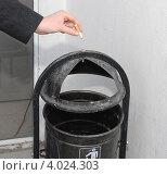 Рука с сигаретой. Стоковое фото, фотограф Илья Шкоденко / Фотобанк Лори