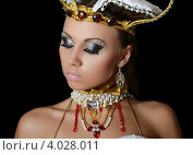 Купить «Танцовщица в костюме императрицы», фото № 4028011, снято 20 октября 2012 г. (c) Воронин Владимир Сергеевич / Фотобанк Лори